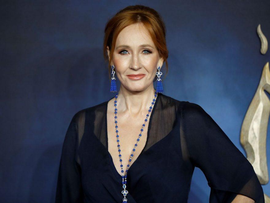 Seputar Penulis Novel Dan Buku Terlarisnya: J.K. Rowling
